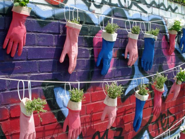 riciclo creativo guanti spaiati