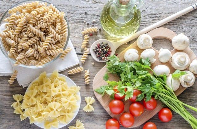 Come mantenere la linea non sprecando cibo: i dieci consigli della psicologa alimentare
