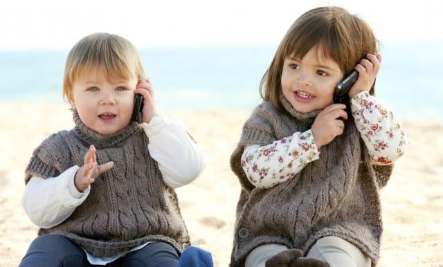 Cellulari: in Belgio vietati ai bambini, anche quelli giocattolo