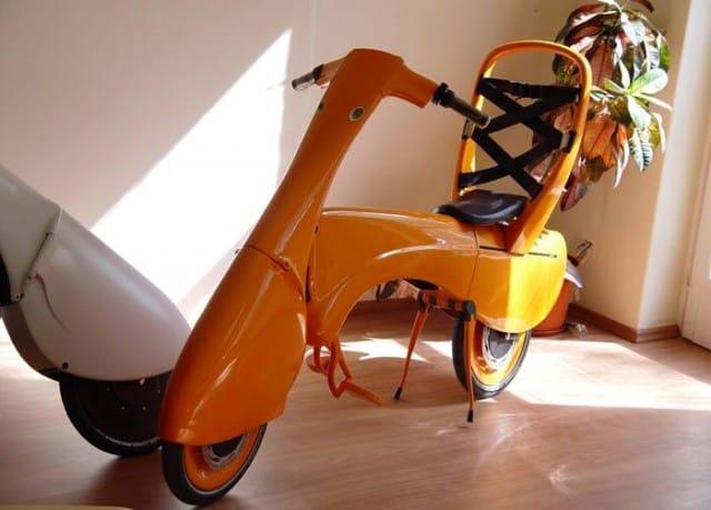 il-motorino-elettrico-leggero-e-pieghevole-da-portare-in-ufficio (2)
