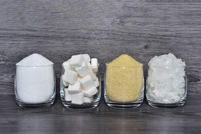 Zuccheri nei cibi: quali sono e come imparare a scovarli. Attenzione alle etichette