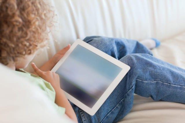 Facebook crea dipendenza: cosa fare se i ragazzi ne abusano