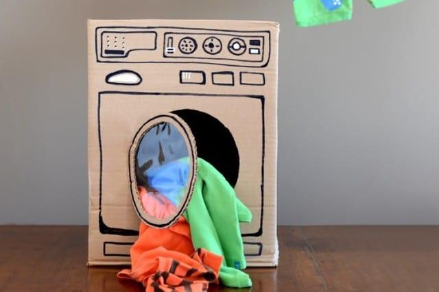 Scatole di cartone: con il riciclo creativo si trasformano in lampade e giochi per bambini (foto)