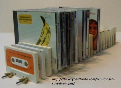 riciclo-creativo-le-vecchie-musicassette-diventano-sedie-borse-e-portaoggetti (5)