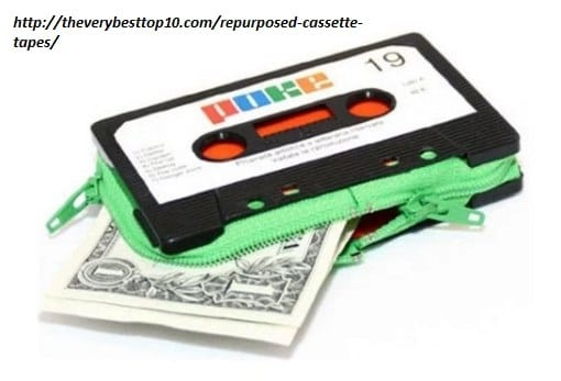 riciclo-creativo-le-vecchie-musicassette-diventano-sedie-borse-e-portaoggetti (7)