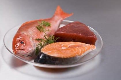Come riconoscere il pesce fresco, 10 regole per non confonderlo con quello congelato ed evitare frodi