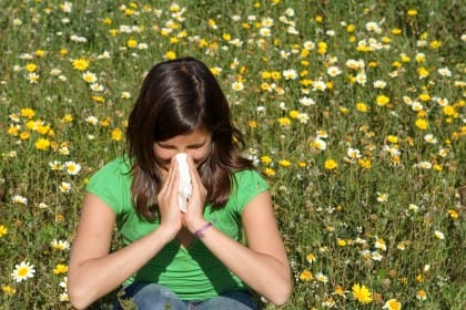 Lavate gli occhi e le lenzuola, ecco tutti i rimedi naturali per le allergie da polline
