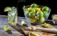 Cocktail estivi, i migliori da preparare in casa. Magari con frutti e fiori dell'orto (foto)