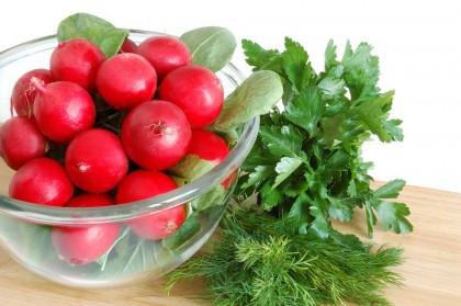 Ricette con le foglie dei ravanelli: il pesto e la frittata