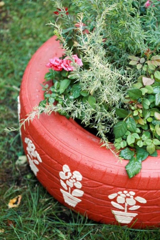 Riciclo creativo tante idee originali per decorare il giardino 9 non sprecare - Idee per aiuole da giardino ...