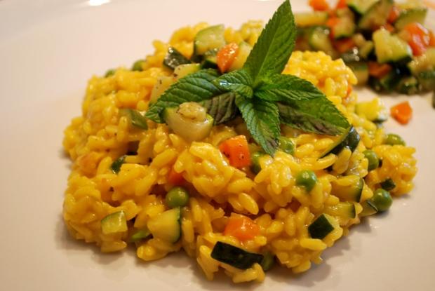 Risotto con zafferano e verdure: la ricetta che recupera quelle in avanzo