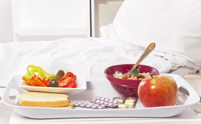 Sprechi negli ospedali, quasi la metà dei vassoi con i pasti finisce nella spazzatura