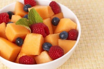 Cibi anti caldo: gli alimenti che aiutano a sopportare l'afa estiva