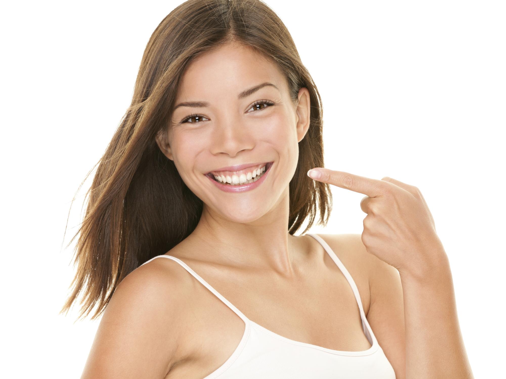 come sbiancare i denti in maniera naturale