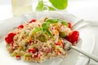 Ricette con avanzi di insalata di riso: tante idee, dalle frittelle ai pomodori ripieni