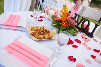decorare la tavola con i fiori