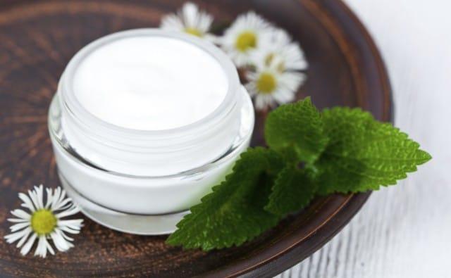 Come preparare in casa una crema per le mani: naturale, nutriente e idratante