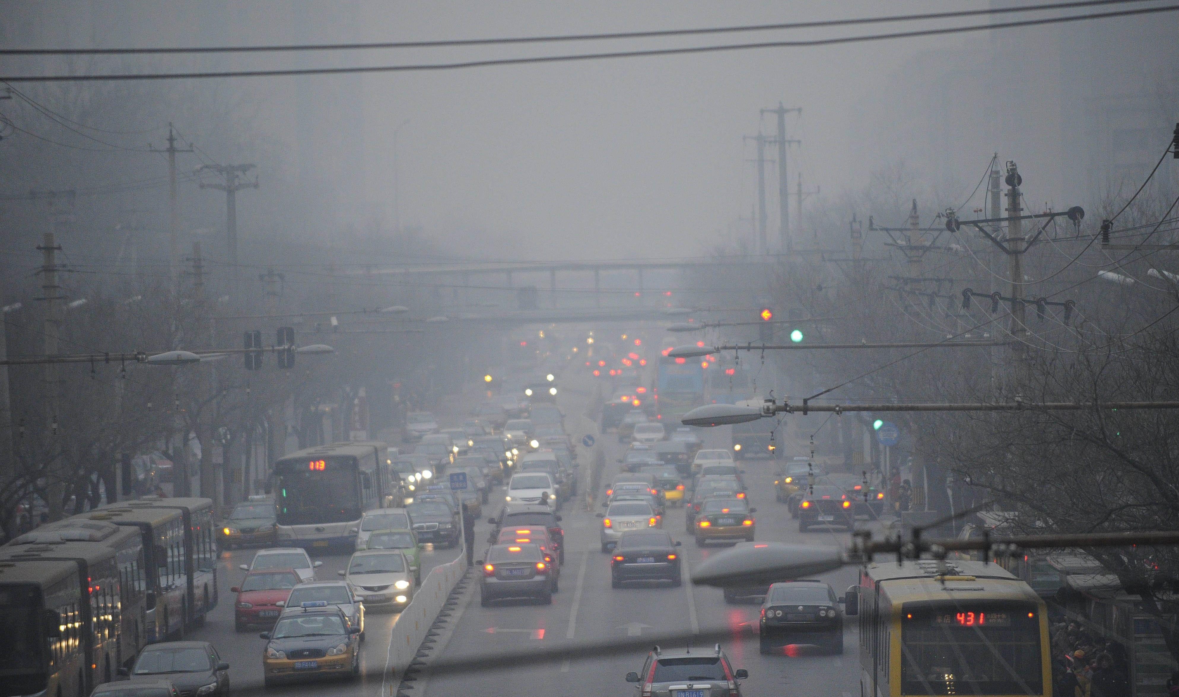 Inquinamento e tumori: lo smog e cancerogeno e aumenta il rischio del tumore al polmone