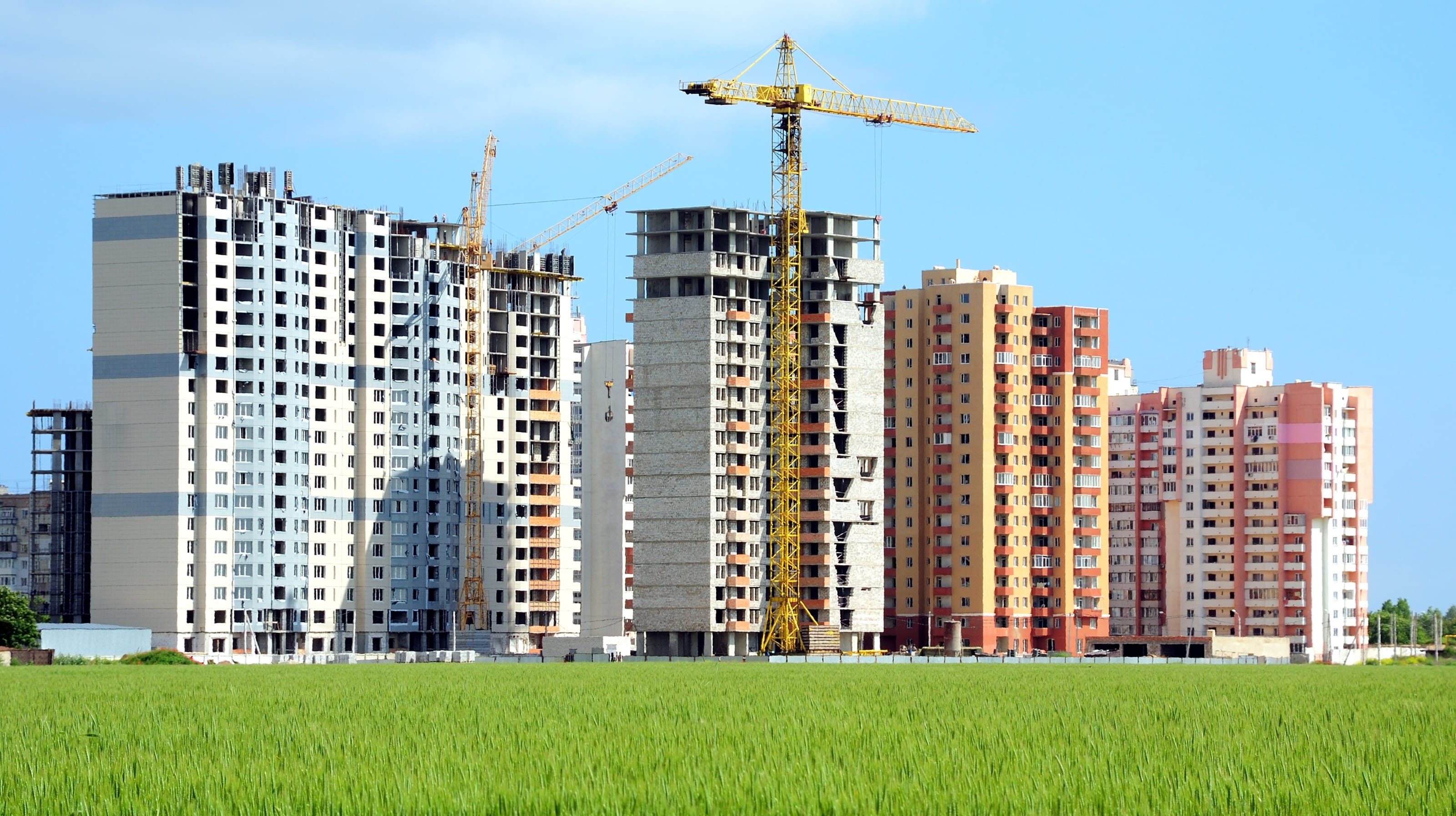 A Milano interi palazzi sono vuoti ma si continua a costruire