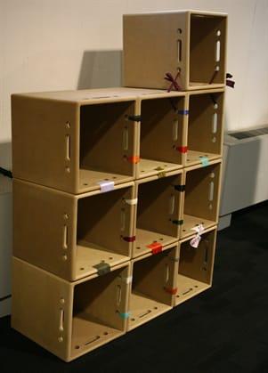 Riciclo creativo come costruire una libreria in cartone - Idee per costruire una casa ...