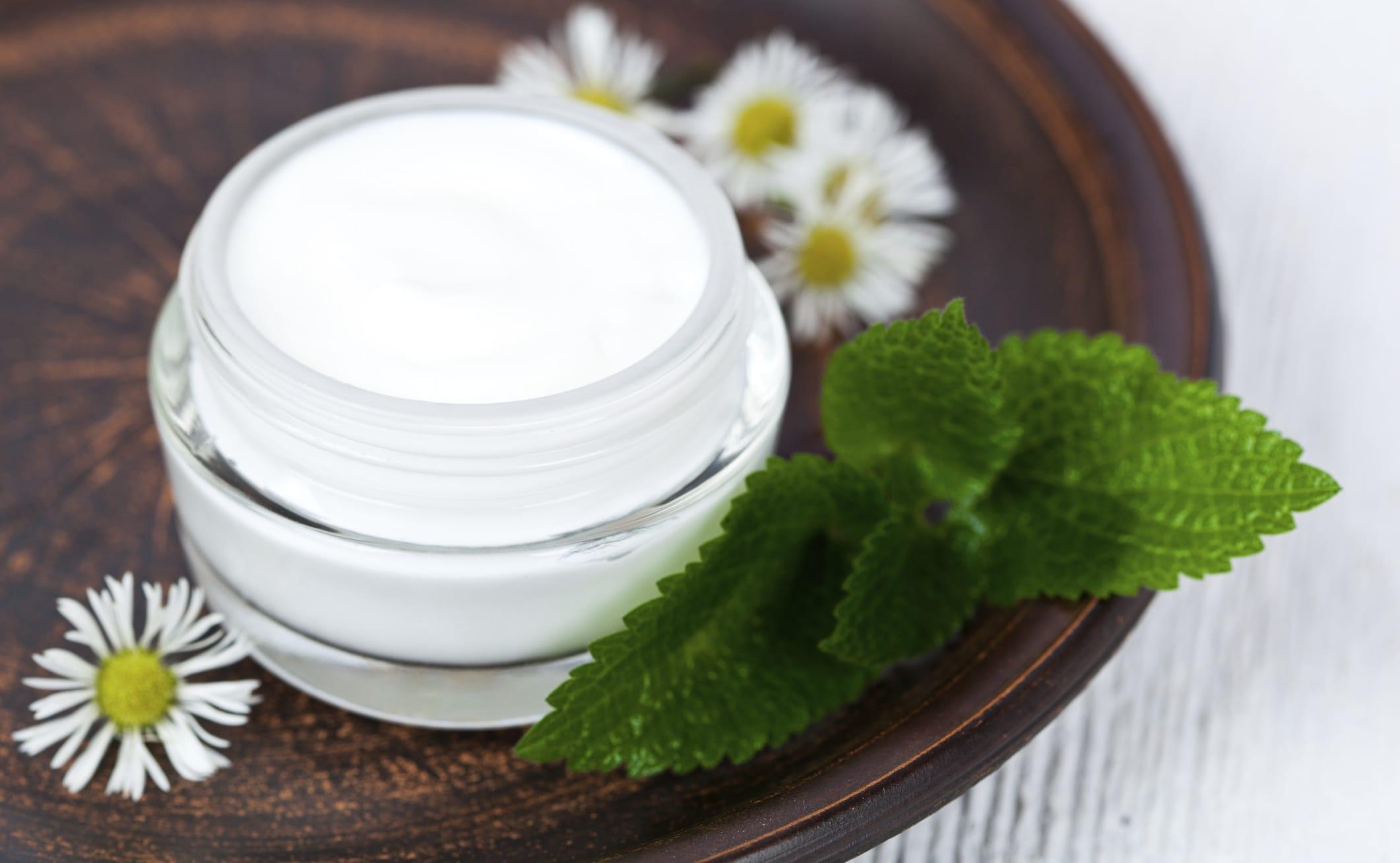 I rimedi naturali contro le cicatrici e la ricetta per preparare in casa una crema per eliminare i segni
