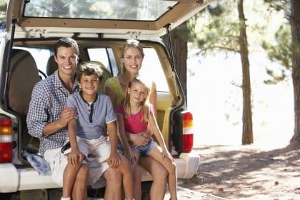 Viaggi in auto con bambini piccoli: i consigli per intrattenerli durante il viaggio