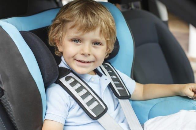 Viaggiare con i bambini: come evitare il mal d'auto, in piena sicurezza e senza capricci