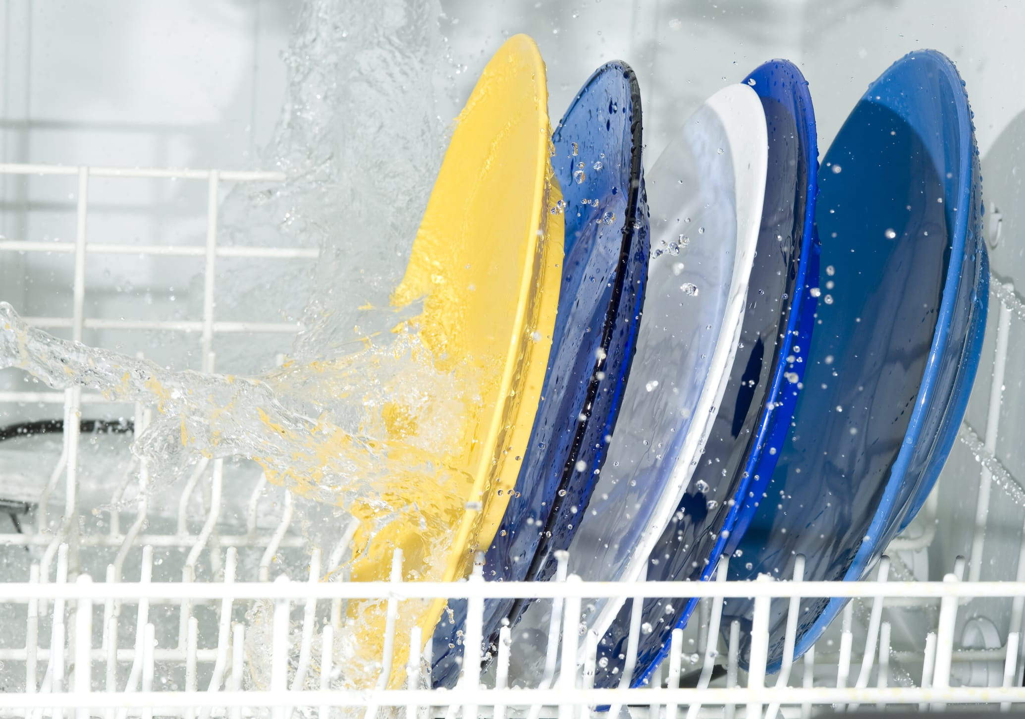 Brillantante fai da te per lavastoviglie come prepararlo in casa non sprecare - Come fare i detersivi in casa ...