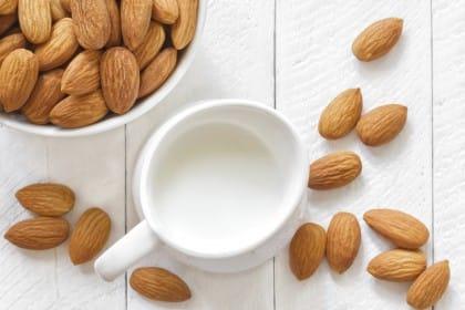 Latte di mandorla biologico: la ricetta per prepararlo in casa