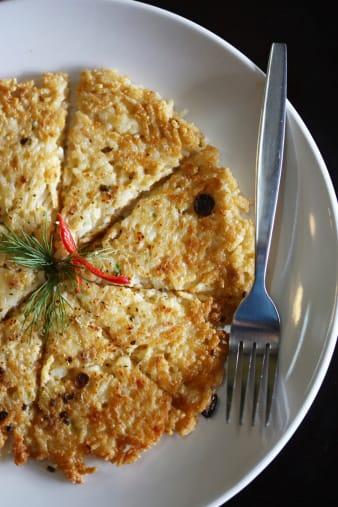 ricette con risotto avanzato: omelette di riso