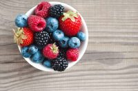 Piccoli frutti, così potete coltivarli sul balcone o in terrazza. E avere molti vantaggi (video)