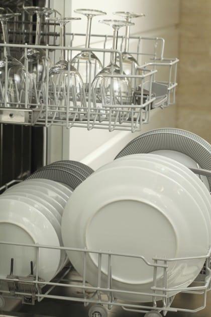 Come usare bene la lavastoviglie e contenere le spese