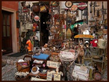 Come vendere oggetti usati: tutte le possibilità dal web ai mercatini delle pulci