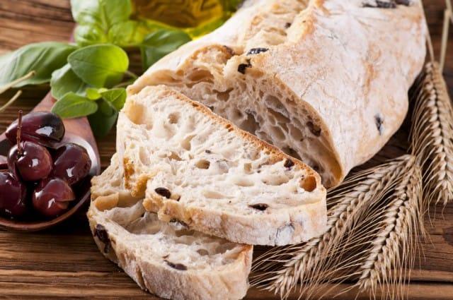 Pane alle olive: la ricetta per prepararlo in casa