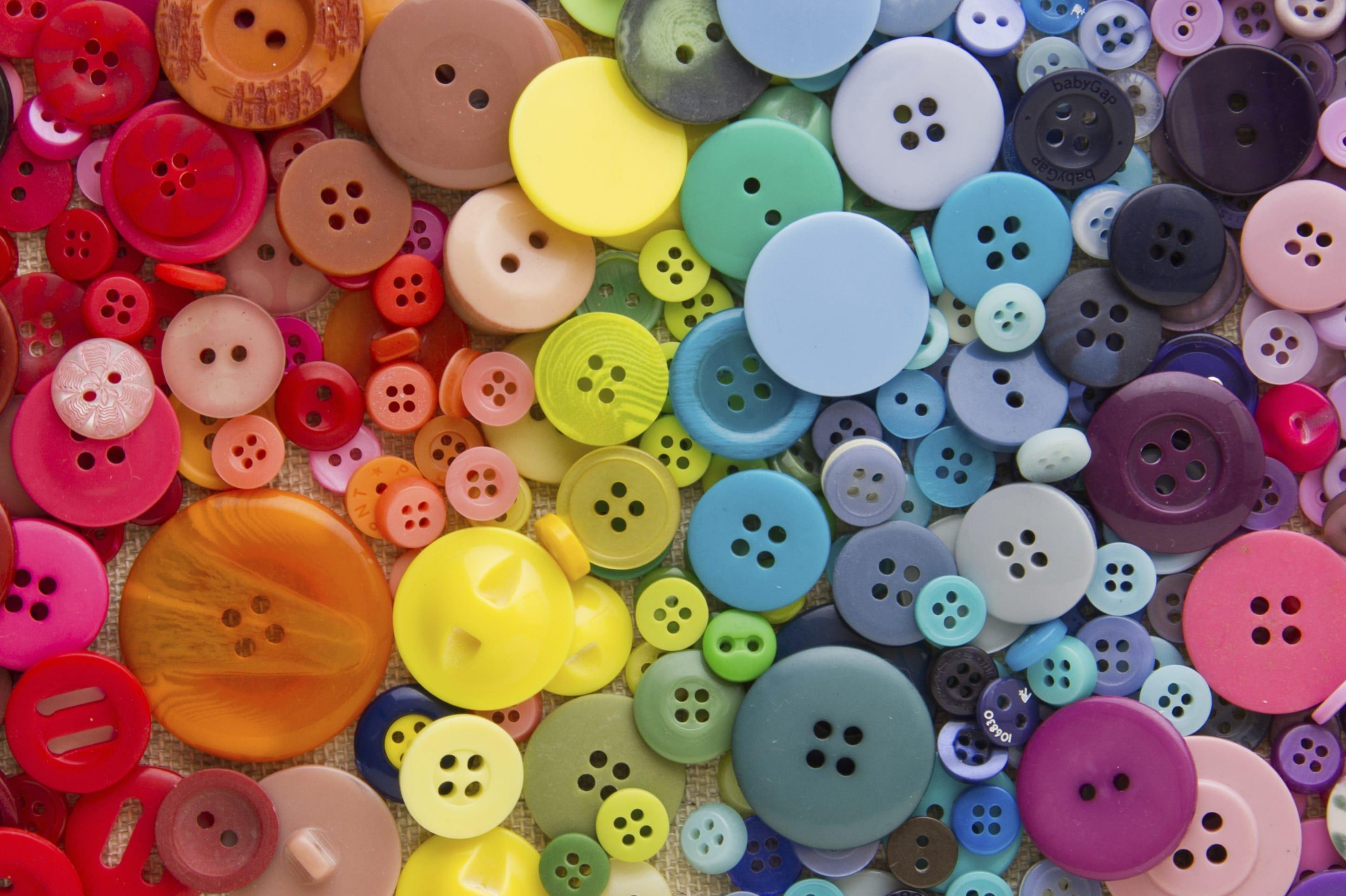 Riciclo creativo bottoni tante idee per decorazioni fai for Lavoretti per decorare la stanza