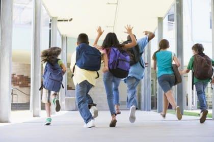 Zaini scuola troppo pesanti: i consigli utili per salvaguardare la salute dei bambini