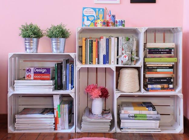 Come riciclare le vecchie cassette della frutta. Così nascono librerie, cucce per cani e cestini| Foto