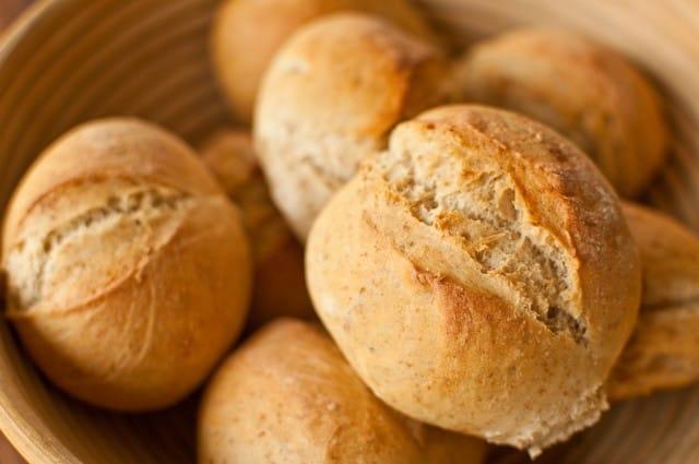 Ricetta panini al basilico come prepararli in casa non for Basilico in casa