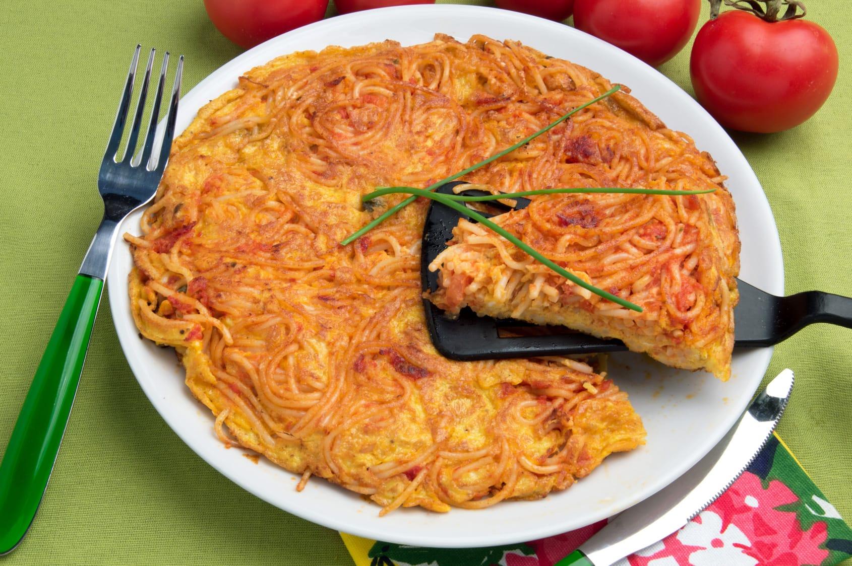 Ricetta frittata di pasta e asparagi non sprecare for Ricette spaghetti