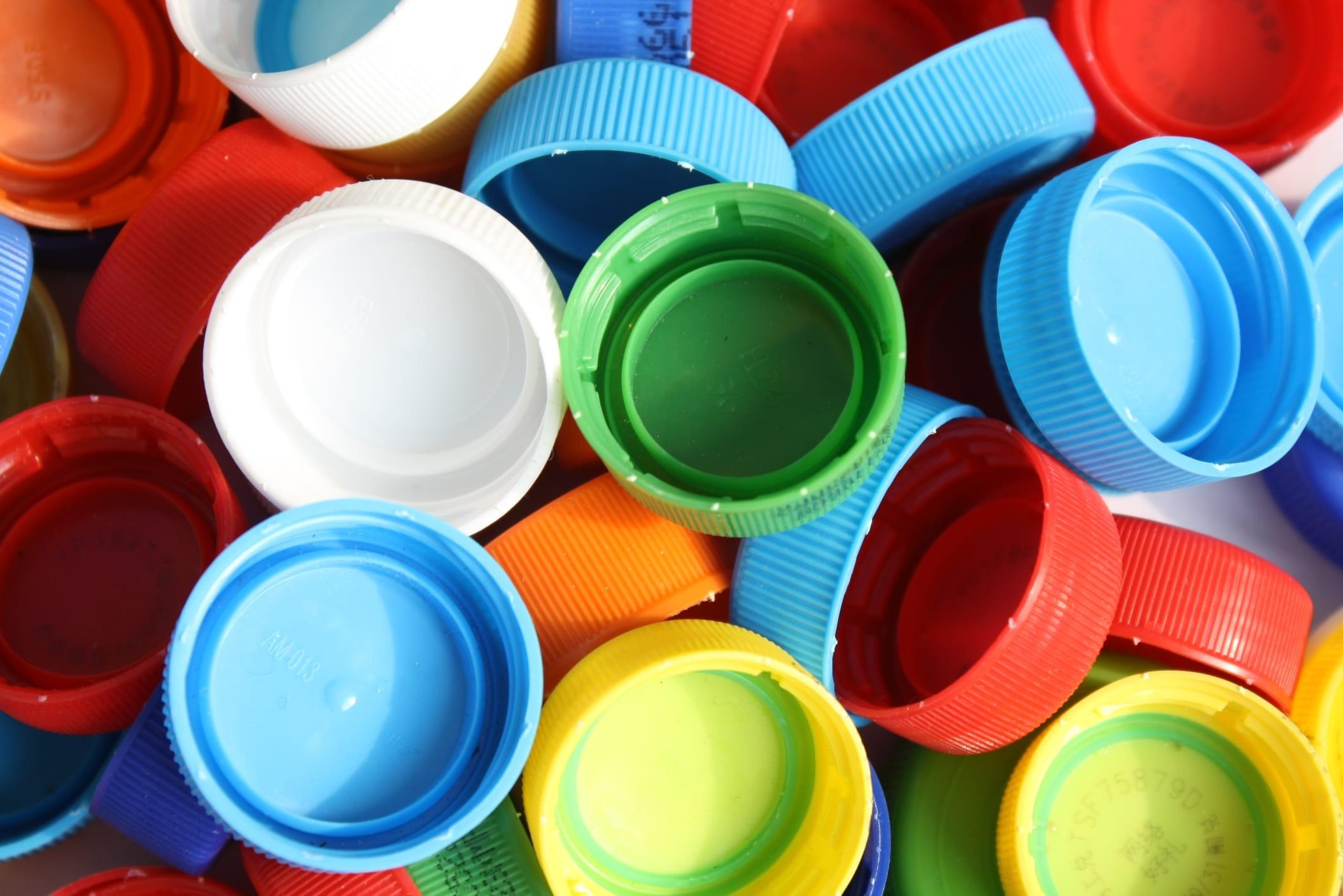 Riciclo creativo tappi di plastica