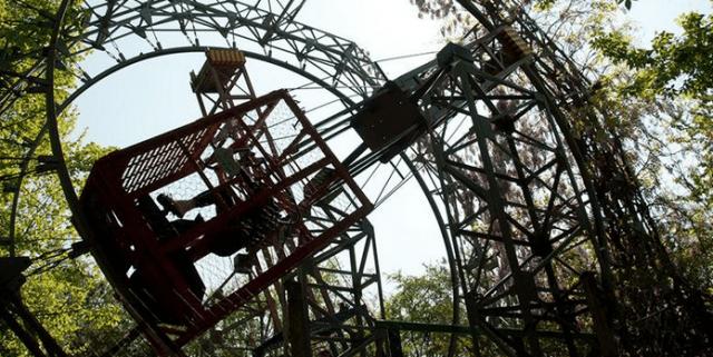 Ai Pioppi, il parco giochi costruito a mano in mezzo agli alberi