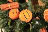 Palline per l'albero con arance secche