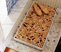 Tappeto-doccia realizzato con i tappi di sughero