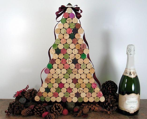 Decorazioni e addobbi natalizi fai da te con i tappi di - Decorazioni di natale con materiale riciclato ...