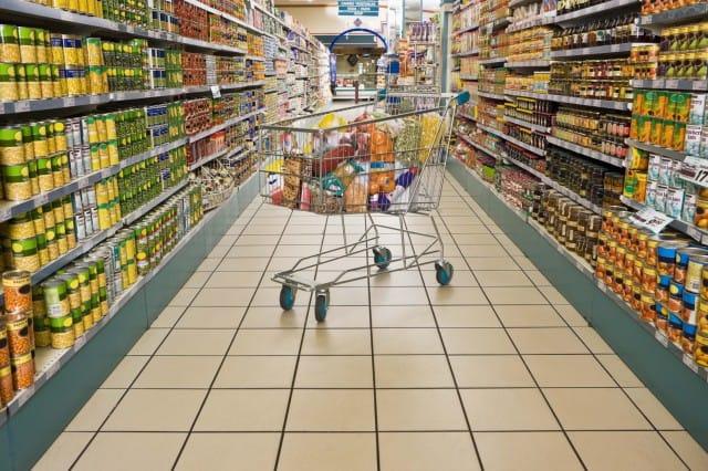 Supermercati solidali, la spesa al tempo della crisi si fa gratis