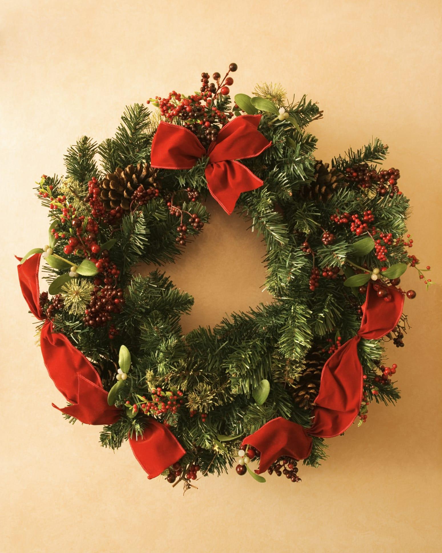 Decorazioni natalizie fai da te la ghirlanda foto non - Corone natalizie da appendere alla porta ...