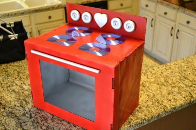 Cucina fai-da-te per bambini con le scatole di cartone