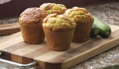 Muffin di pane raffermo con insalata