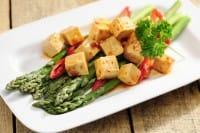 Tofu con asparagi