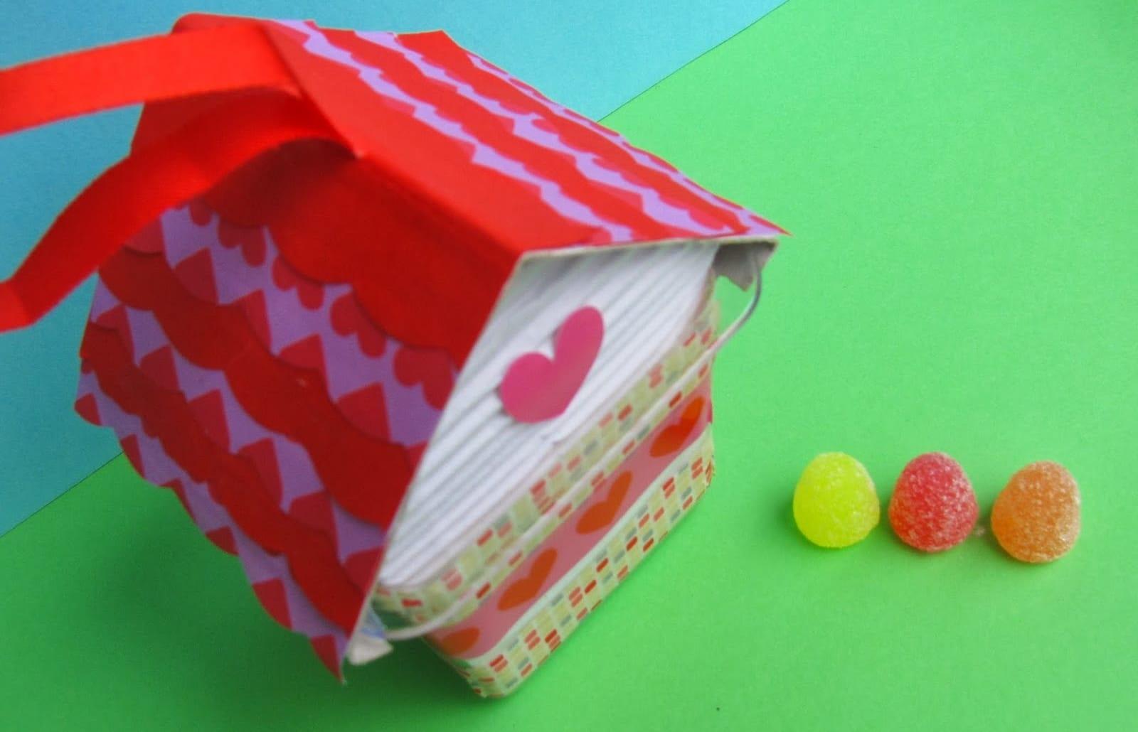 Riciclo creativo per bambini la casetta delle caramelle - Casette di cartone da costruire ...